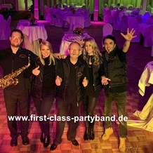 Hochzeitsband: FIRST CLASS PARTYBAND 